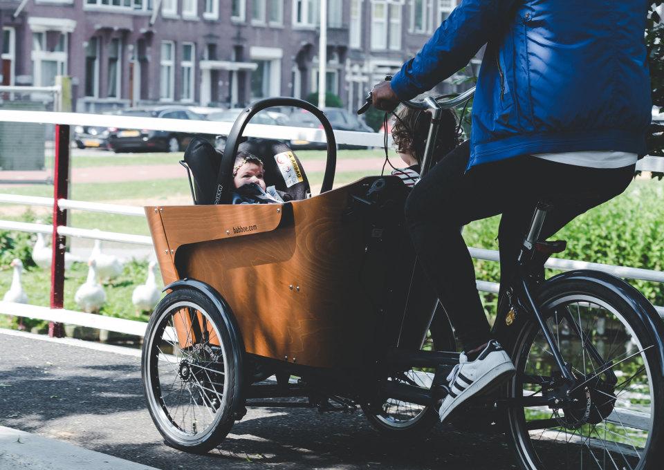 Zo vervoer je je baby veilig in een bakfiets