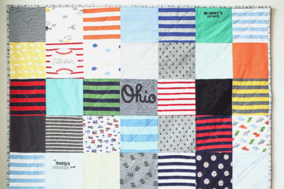 Baby onesie quilt zelf maken for Quilt maken met naaimachine