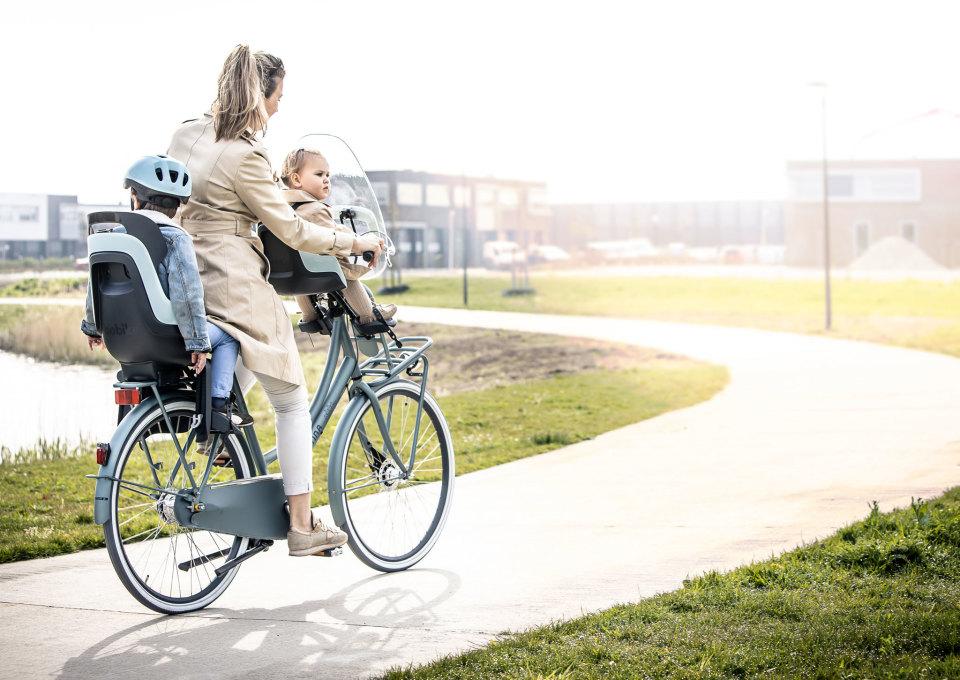 Zo breng je je kinderen veilig naar school op de fiets