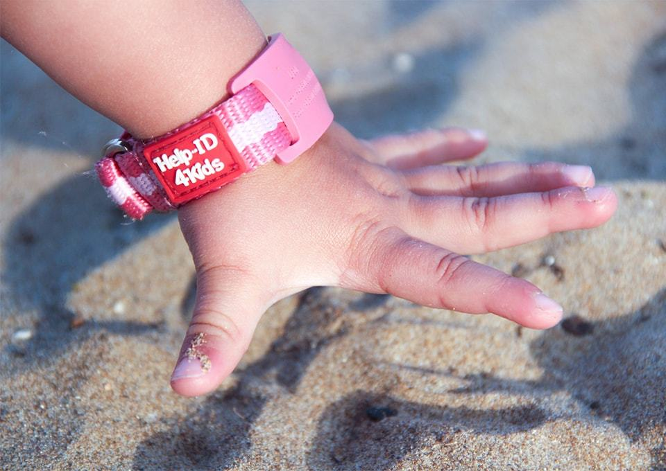Populair Winactie! SOS armbandjes van Help-ID | MiniMe.nl #HQ68