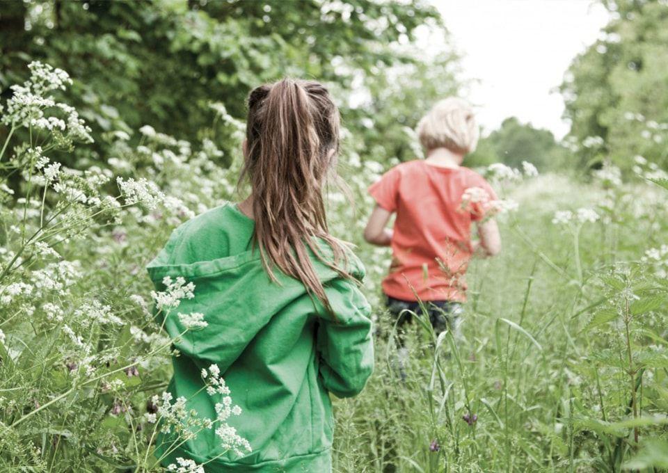 Onderzoek coronamaatregelen: laten ouders hun kinderen met anderen spelen?