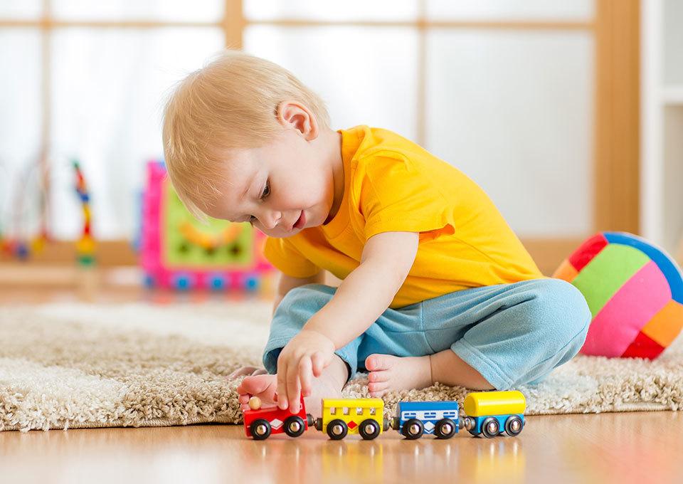 Zelfstandig spelen bij peuters | Leer je peuter zich alleen te vermaken
