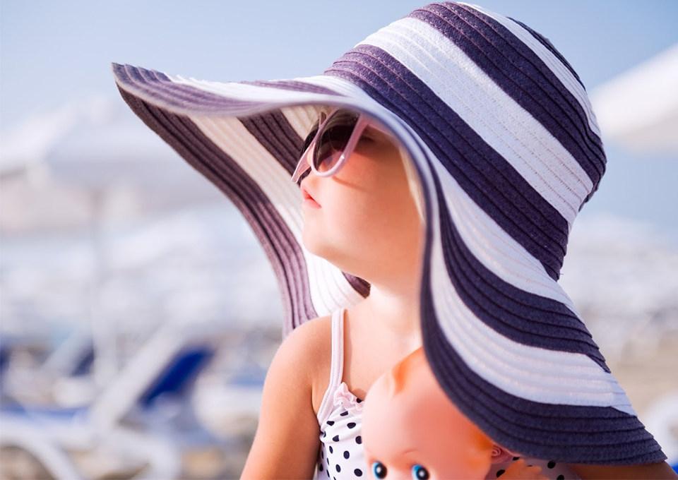 Zonnebril voor baby's & kinderen: waarom het héél belangrijk is!