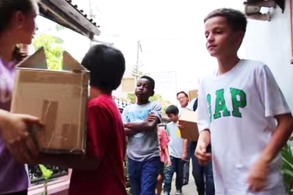 Kinderen helpen andere kinderen