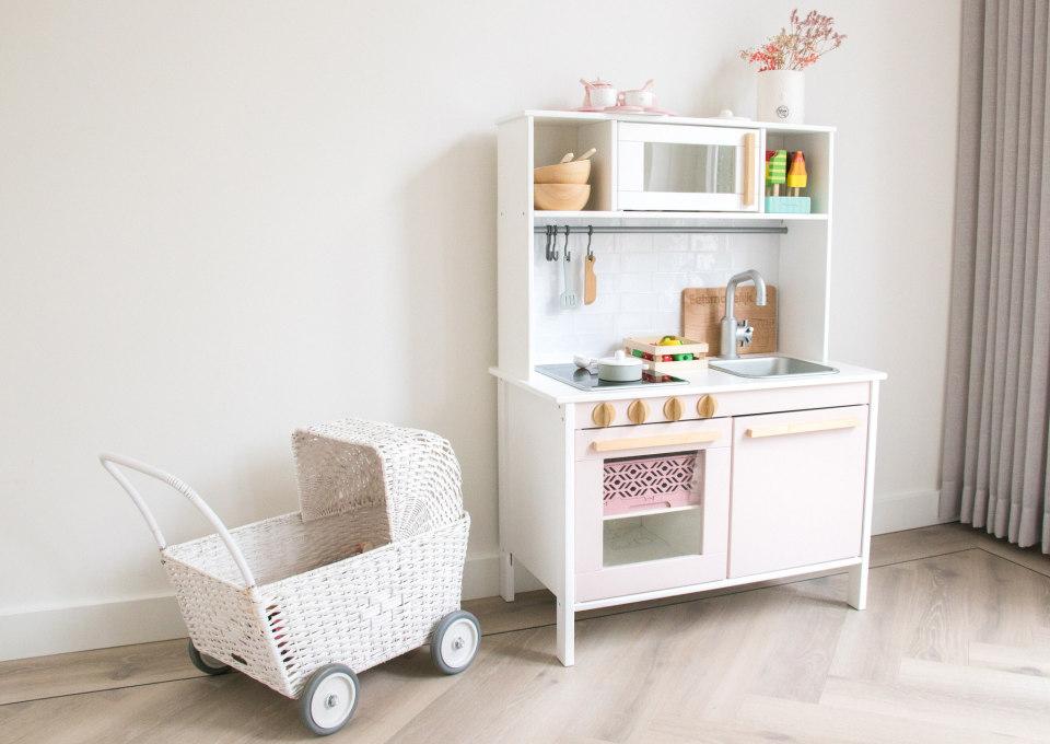 Houten keukentjes voor kinderen die ook leuk staan in je interieur!
