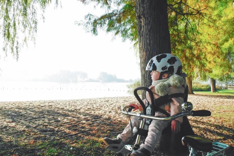 Kind op de fiets met of zonder helm? Dit moet je weten over fietshelmen