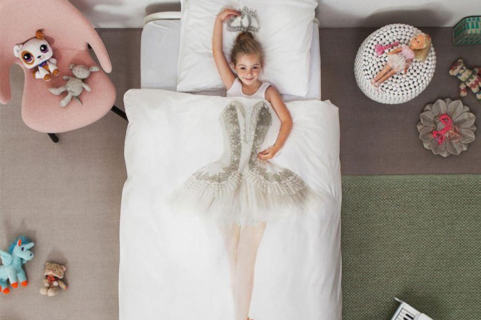 Wanneer mag een kind slapen onder een dekbed en met hoofdkussen?