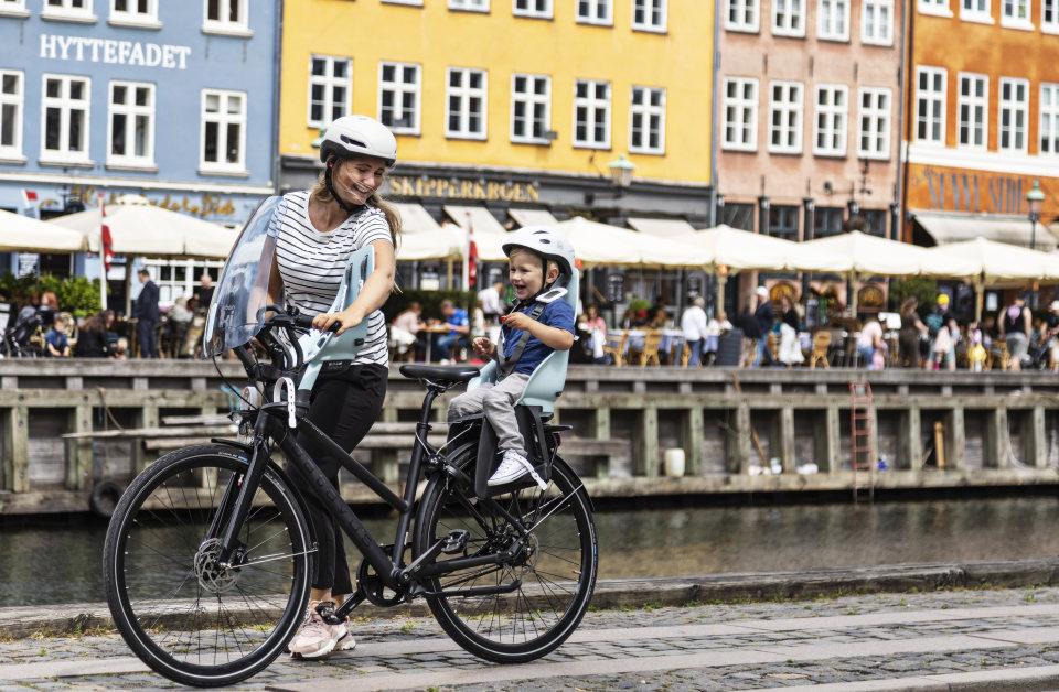 Kind voor of achter op de fiets? Waar let je op