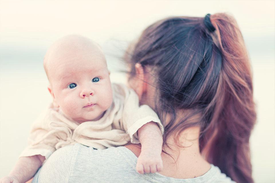 Heel bijzonder: Moeder en dochter bevallen tegelijkertijd