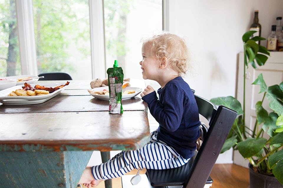 Hoe een peuter eet: 40 simpele stappen