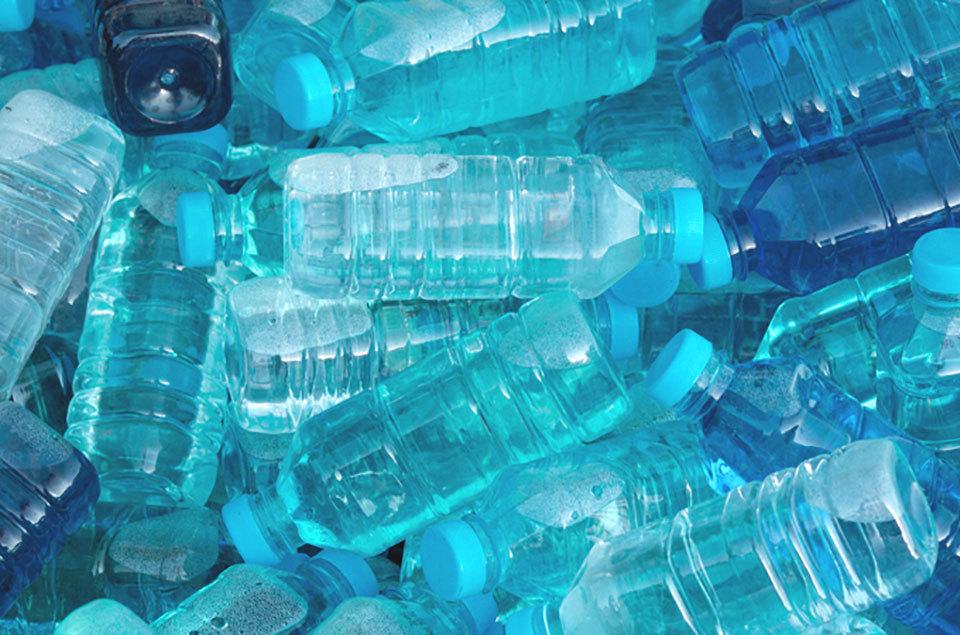 Drinken uit plastic flessen slecht als je zwanger wilt worden?