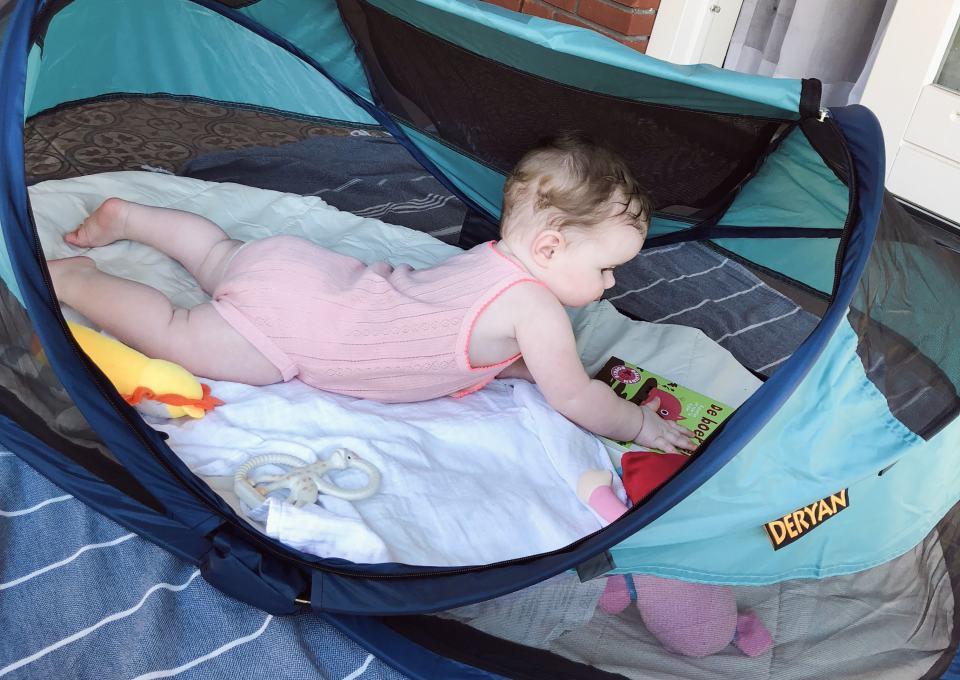 Gespot! Deryan Travel-Cot: lichtgewicht tentje voor baby's