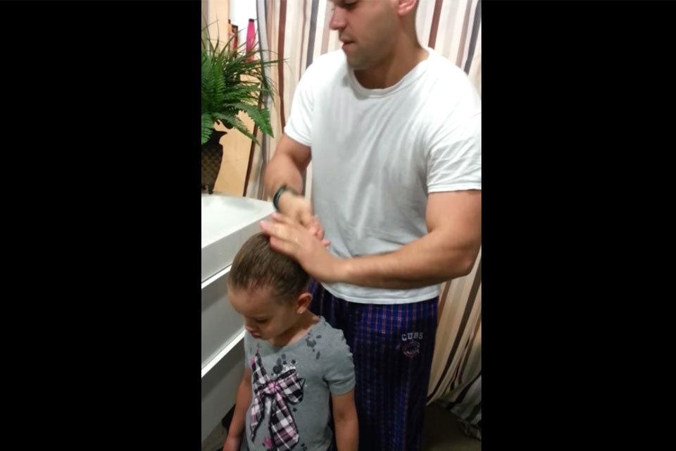 Vader maakt knot bij dochter